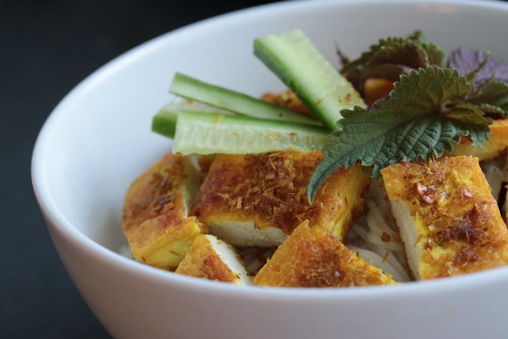 Lemongrass Turmeric Tofu Noodle Bowl | Vegetarian Vietnamese Recipe | Plated Palate